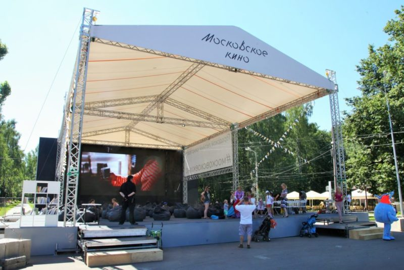 Кино под открытым небом: обзор летних кинотеатров Москвы